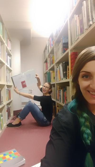 Adéla v knihovně